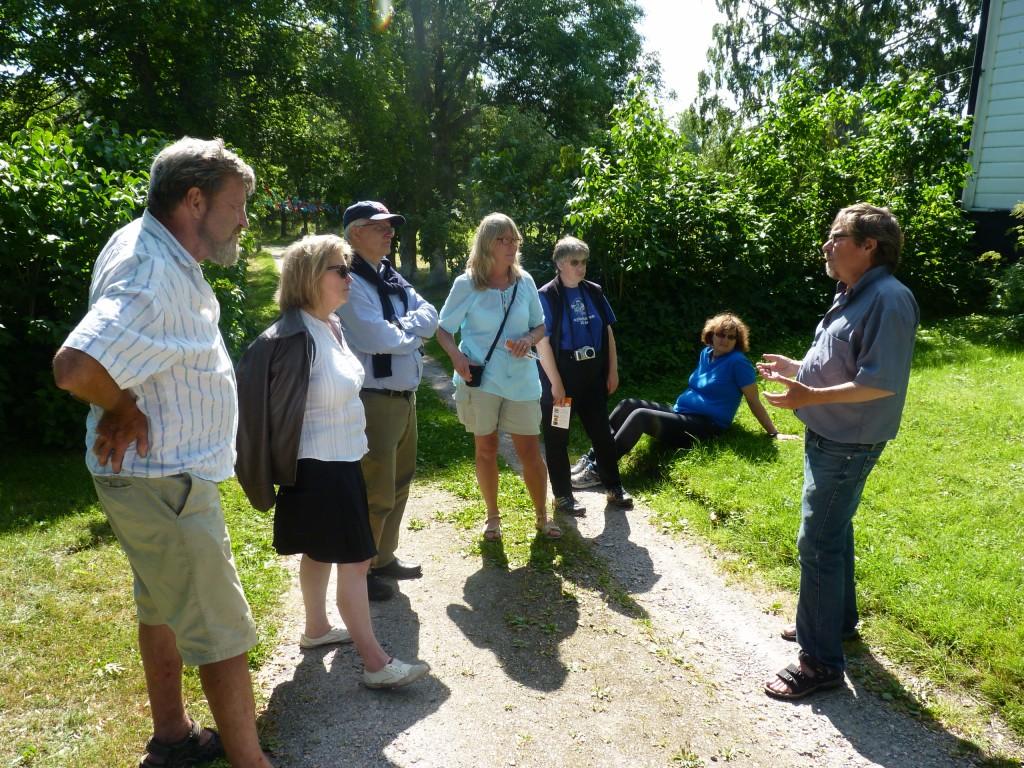 Foto av Norrtäljeguider på besök i Öster Edsvik
