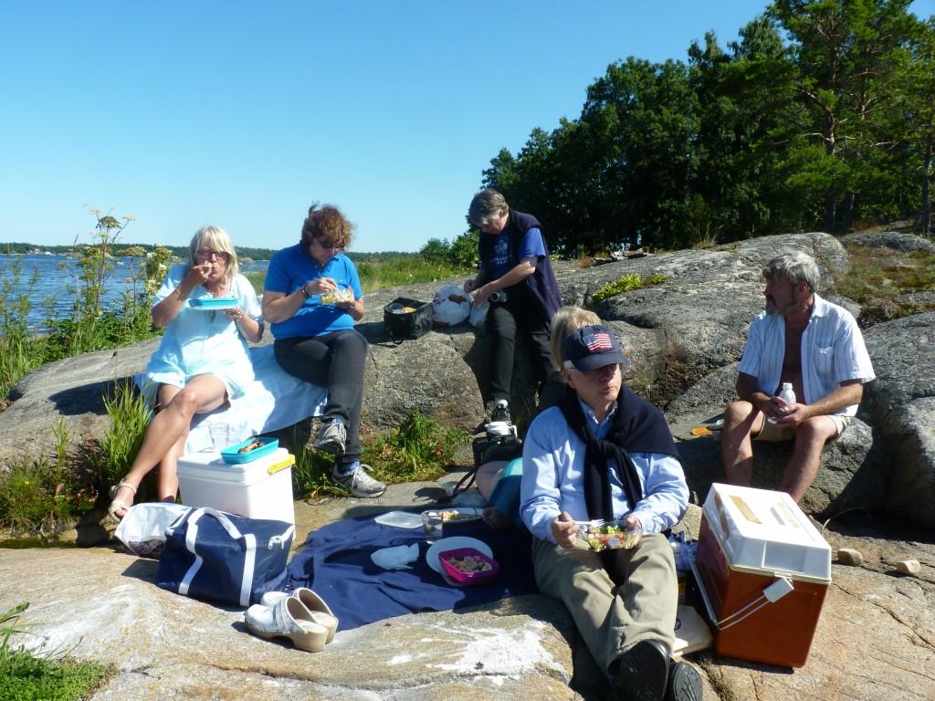 Foto av lunchande guider i Rumshamn