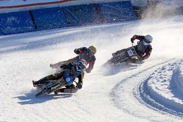 Foto av en match i ice racing på Orionparken.